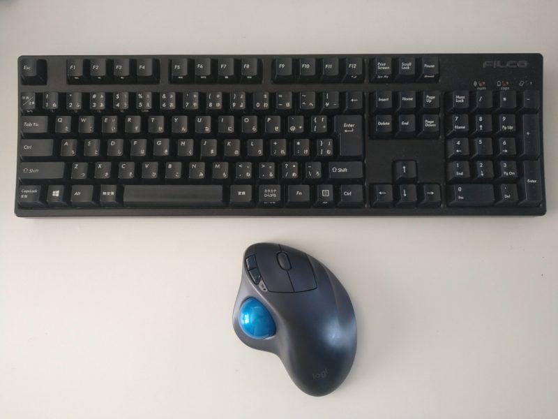 blackで揃えたキーボードとマウス